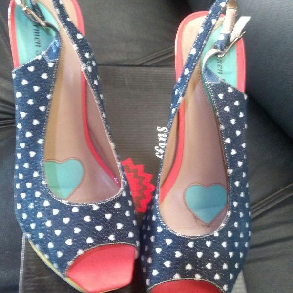 Sandália estilo peep tooe