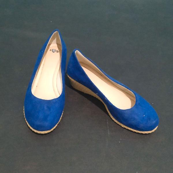 Sapato anabela azul