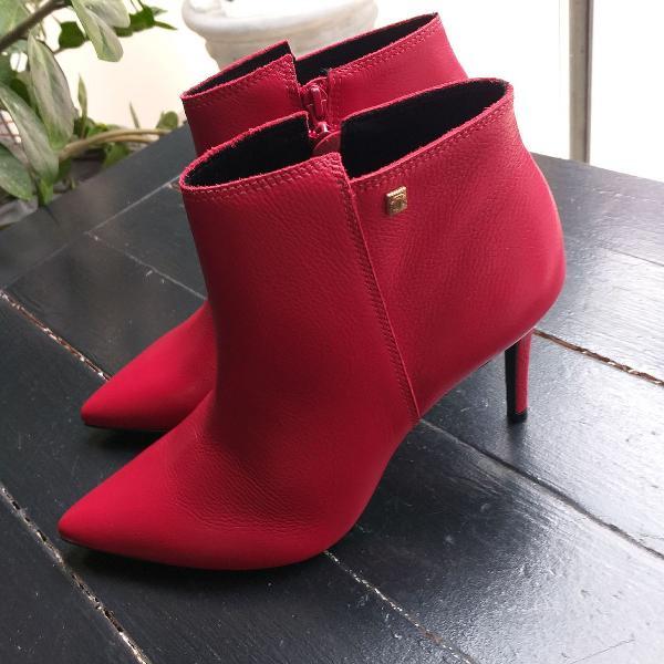 Ankle boots em couro vermelho loucos e santos