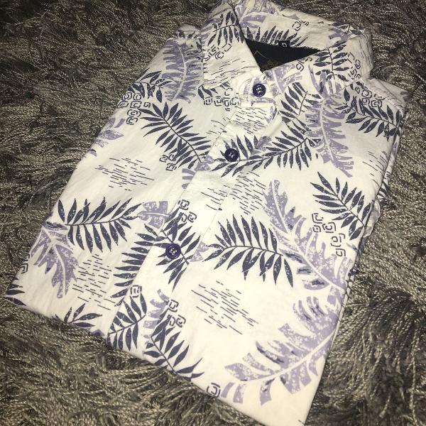 Camisa floral manga curta estampada