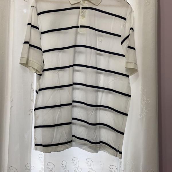 Camisa polo branca listrada
