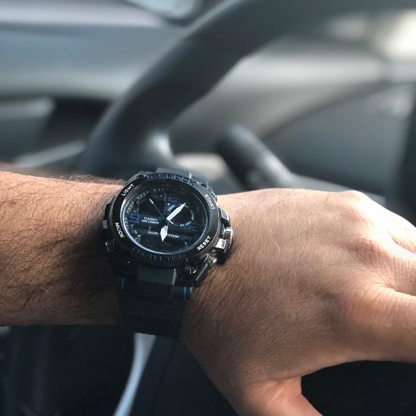 Relógio masculino analógico e digital