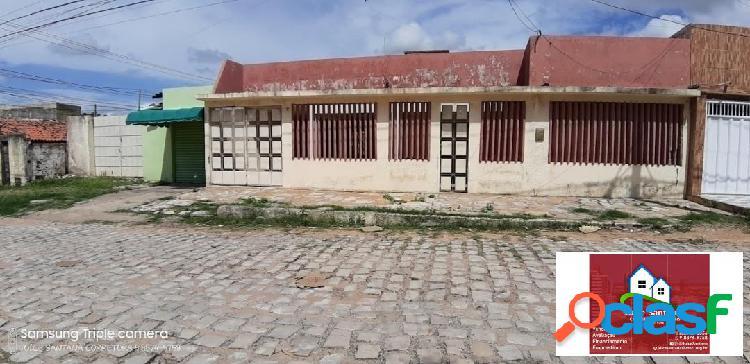 Vende-se uma casa com ponto comercial no bairro nova betânia
