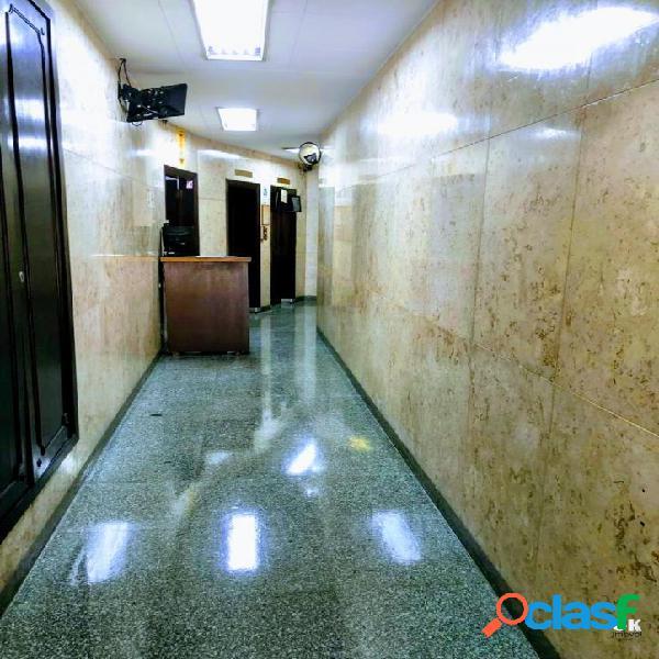 Prédio Comercial: 3000m², 11 andares e 66 salas - Centro 2