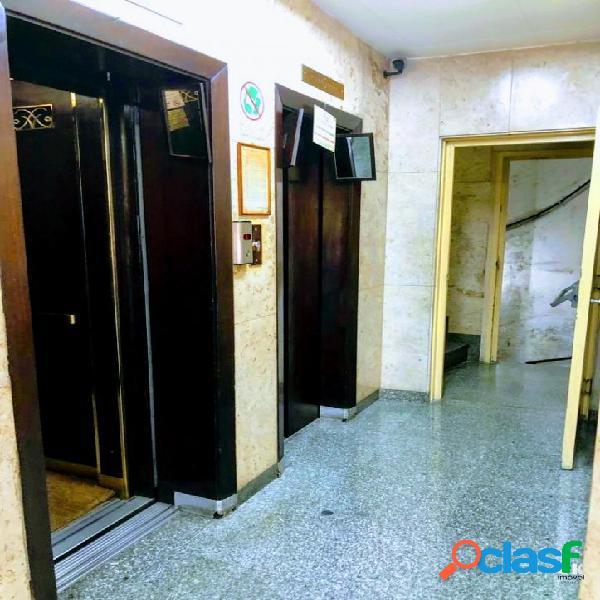 Prédio Comercial: 3000m², 11 andares e 66 salas - Centro 3