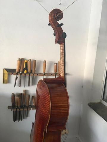 Violoncello artesanal (oficina de lutheria)