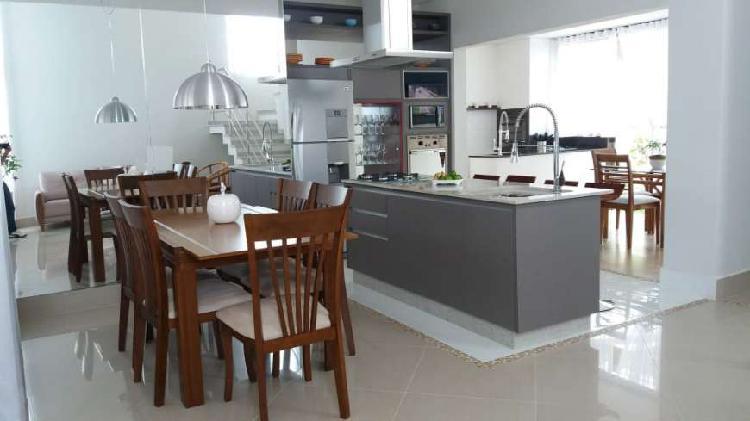 Casa nova condomínio, 3 dorms, 3 suites, repl armários,
