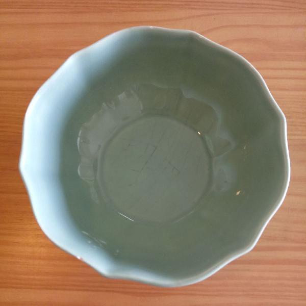 Linda saladeira em ceramica verde
