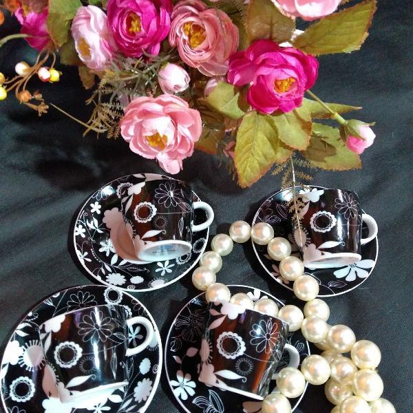Xícara de café preto e branco em porcelana!