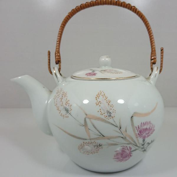 Chaleira de porcelana com desenhos de flores e alça de