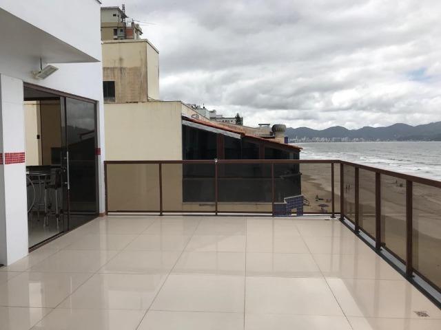 Cobertura duplex com terraço frente mar na meia praia
