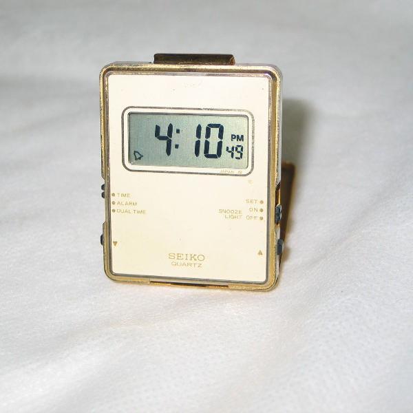 Relogio seiko quartz cabiceira anos 70/80 digital alarme