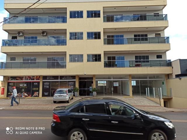 Aluga-se apartamentos e salas comerciais no centro de