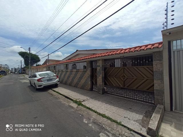 Alugo casa no parque dez próximo ao banco do brasil