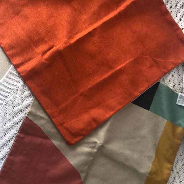 Capa de almofada em linho colorido
