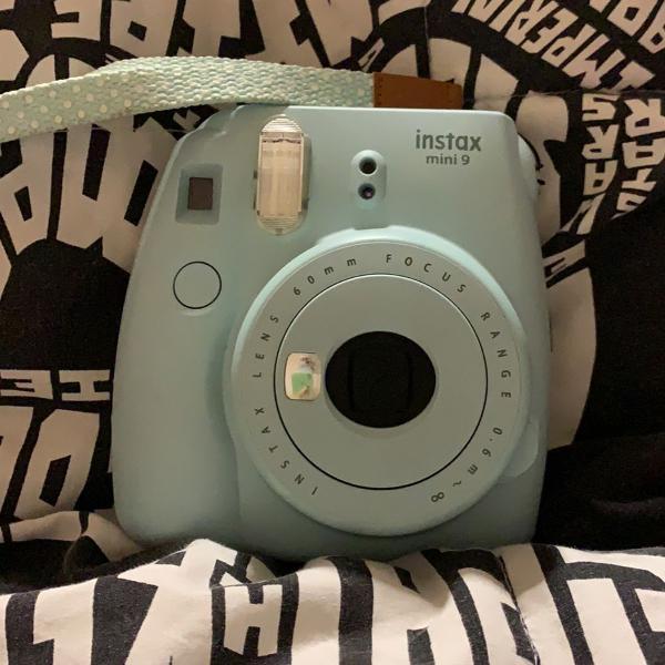 Câmera polaroid instax mini 9