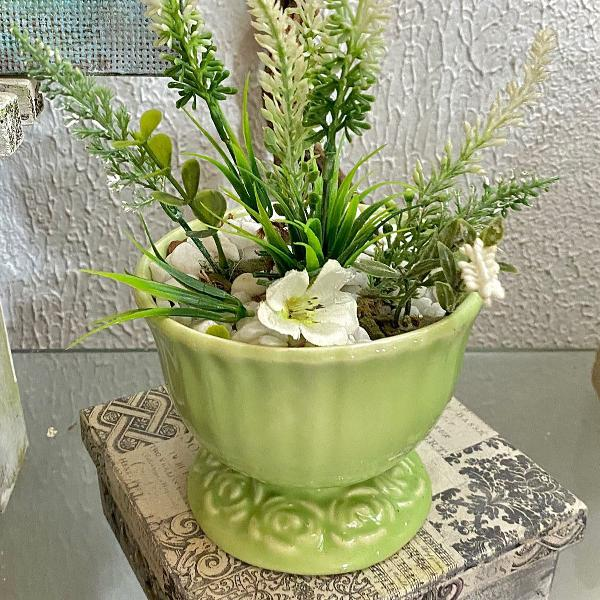 Lavandas em cerâmica verde