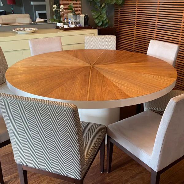 Mesa de jantar com 8 cadeiras linda e em excelente estado