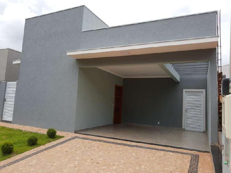 Casa térrea nova em condomínio fechado com 3 suítes,