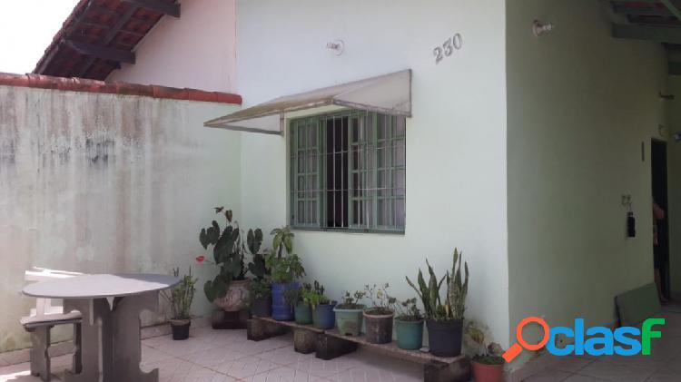 Casa ótima localização próximo ao centro a 500m da praia itanhaém s/p !!!