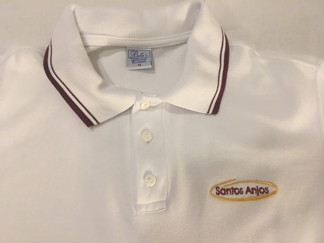 Camiseta branca manga curta, uniforme dos santos anjos