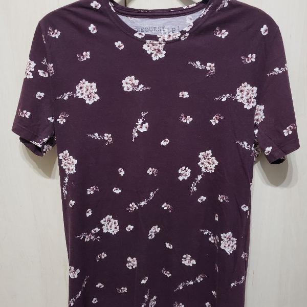 Camiseta roxa estampada floral request