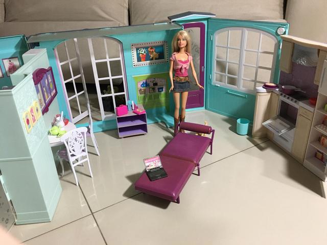 Casa da barbie original + brinde itens barbie veterinária