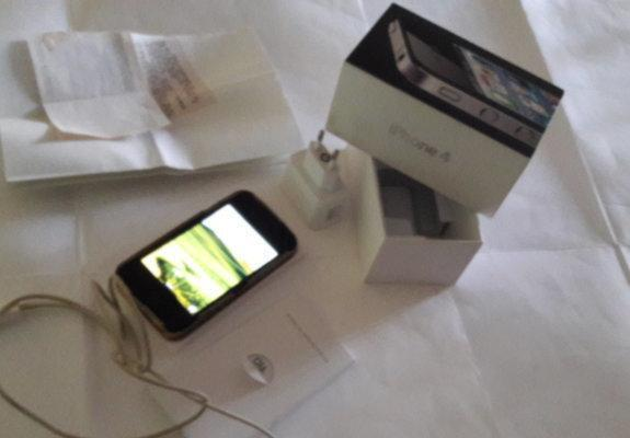 Celular iphone 4 - 8 gb semi novo- de senhora - excelente