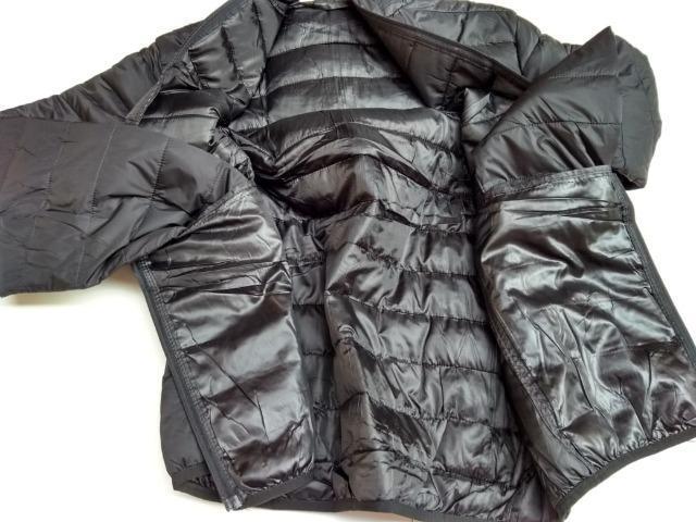 Jaqueta impermeável preta
