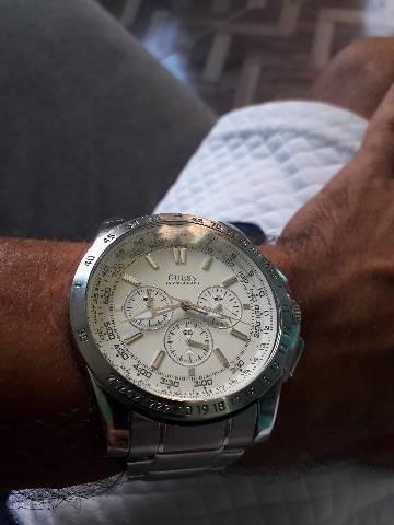 Relógio Guess todo em aço por 100 reais
