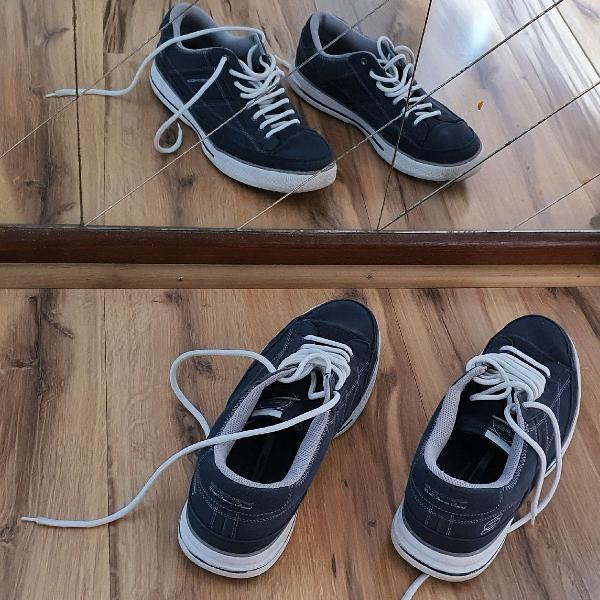 Skechers tênis azul marinho com solado branco