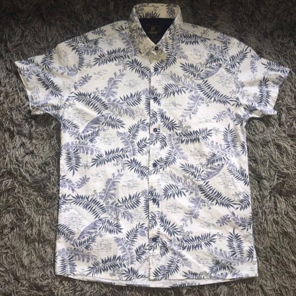 Camisa floral manga curta social slim