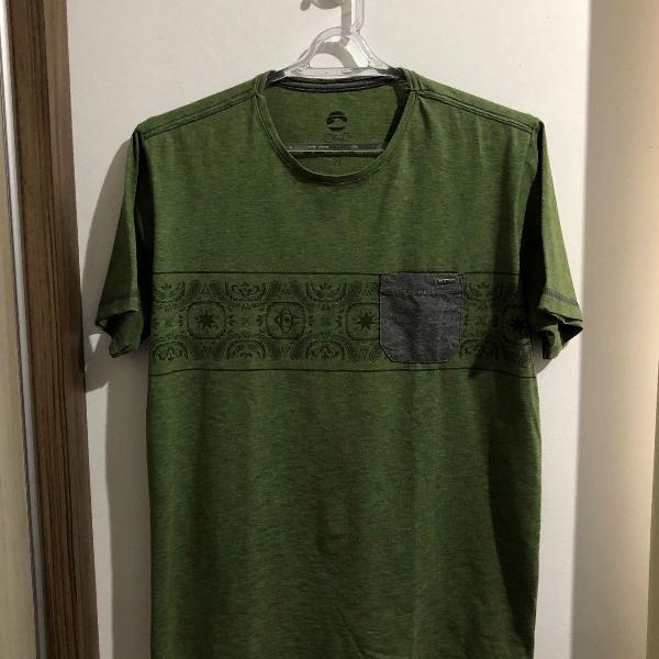 Camiseta verde com estampa - p