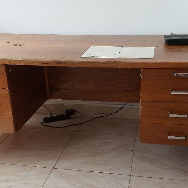 Mesa de madeira em ótimo estado