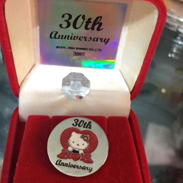 Pin 30 anos hello kitty original sanrio