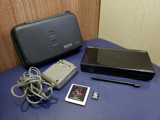 Nintendo ds lite preto c/ carregador + cartão 2gb + case