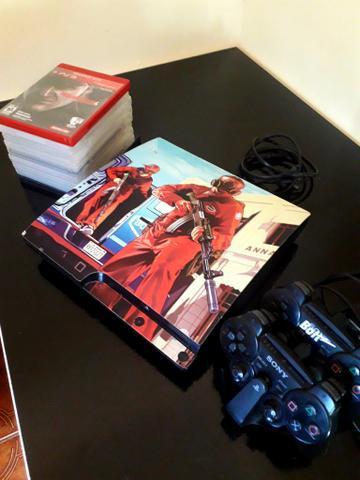 Playstation 3 semi novo, com 2 controles e 10 jogos original