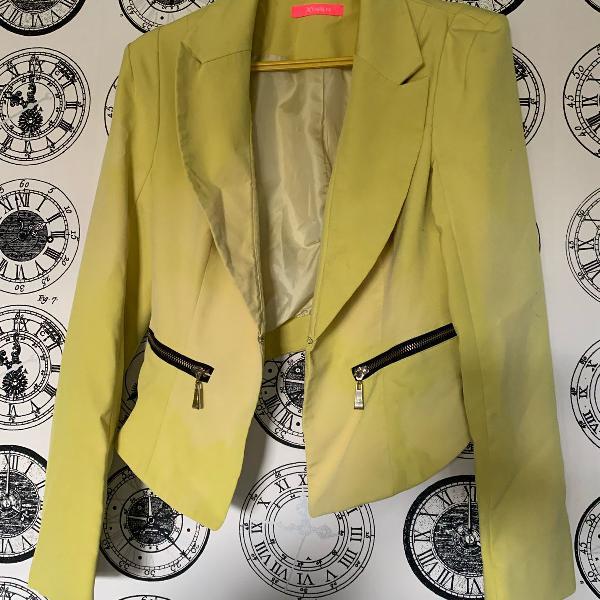 Blazer verde limao ombreira fashion