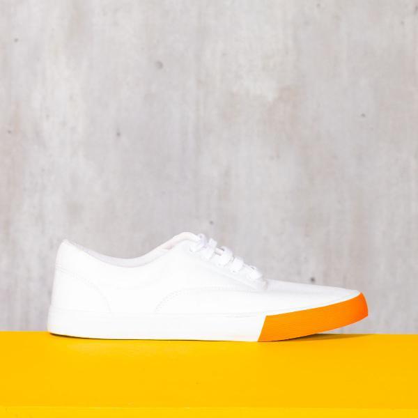 Branco e laranja
