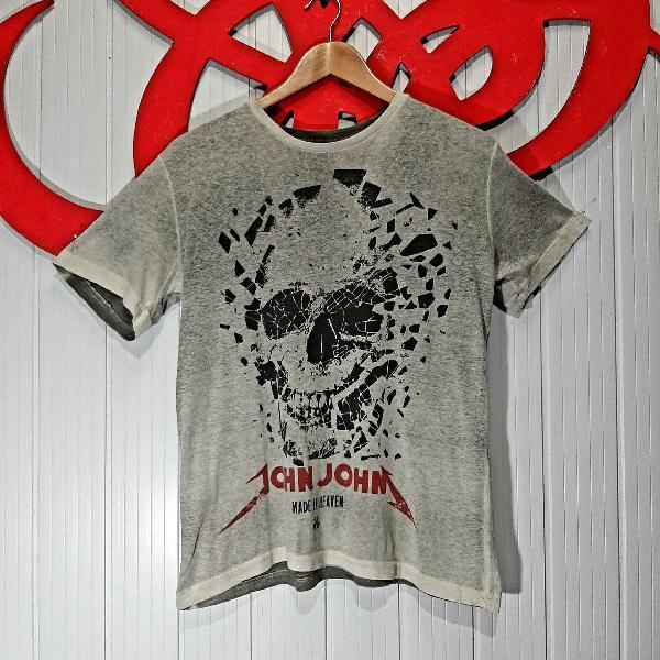 Camiseta john john caveira