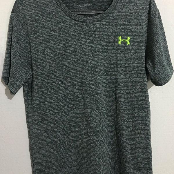 Camiseta under armour dri fit tamanho p