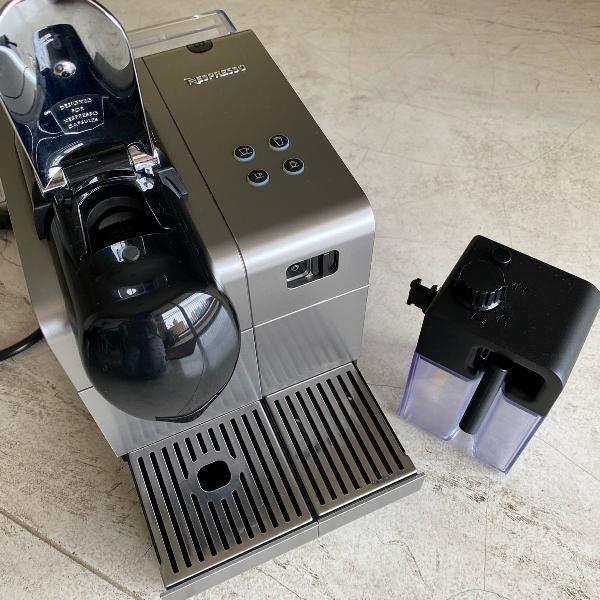 Maquina café nespresso latíssima - 110v