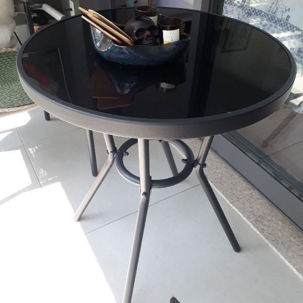 Mesa com tampo de vidro preto