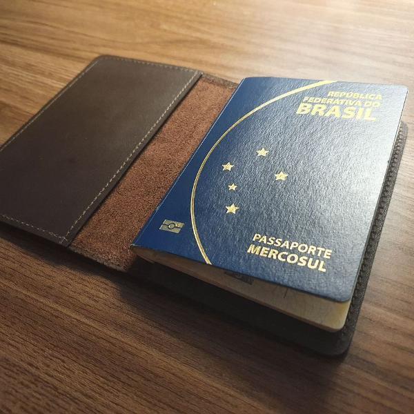 Porta passaporte de couro