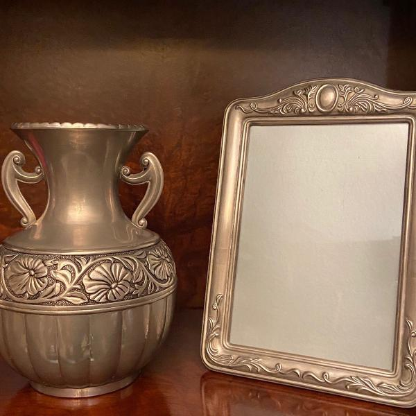 Conjunto de vaso e porta retrato em estanho