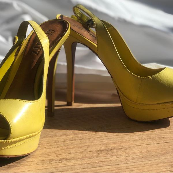 Peep toe schutz amarelo