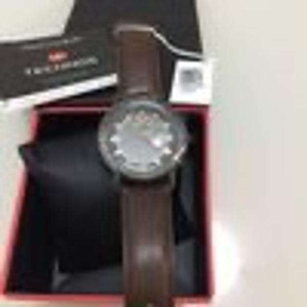 Relógio technos com pulseira de couro marrom