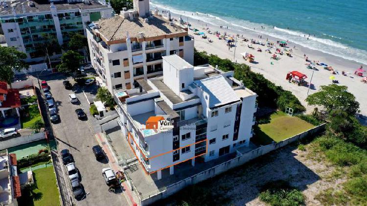 Apartamento novo em condomínio pé na areia em