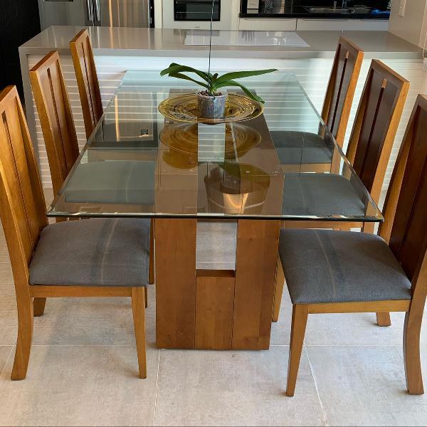 Mesa com 6 cadeiras tampo de vidro