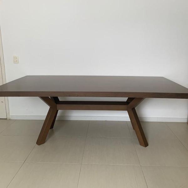 Mesa de madeira muito nova para até 8 lugares!